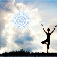 Fotoprodukt Yoga Asana der Baum am Meer mit Tibet OM Zeichen Mandala